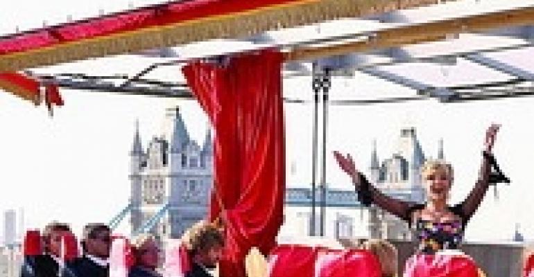 Dinner in the Sky Crane Takes Diners Aloft