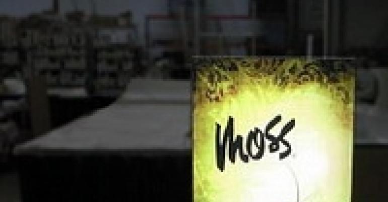 Moss Offers Lightweight Light Box