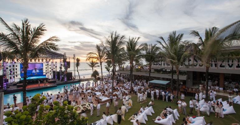 Confetti: Blowout in Bali