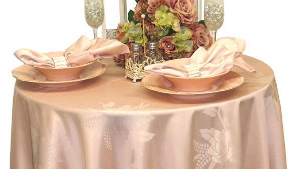 Blush table linen from Jomar